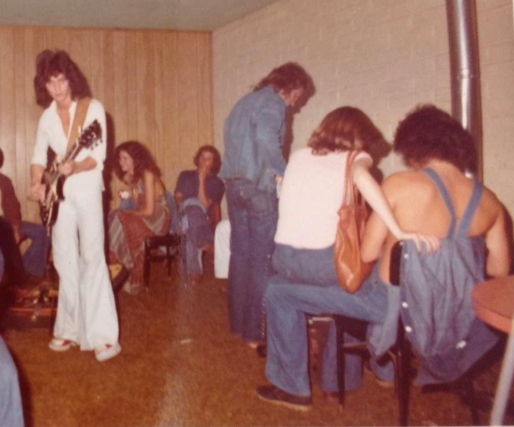 Early VH circa 1975-1976 snapshots - Metropoulos Forum